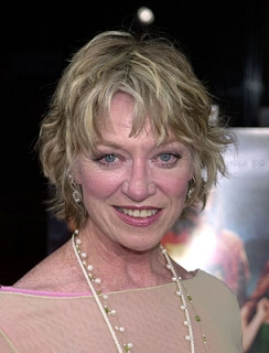 Molly Hark (Veronica Cartwright) Reporter